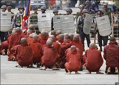 _44141329_monks_416_ap.jpg