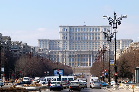 rom03_044c-palais-ceausescu.jpg