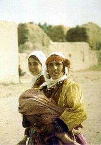 220px-Kurdish_woman_daughters_