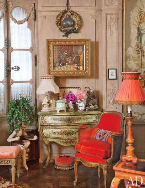 item2.rendition.slideshowWideVertical.iris-apfel-apartment-03-living-room
